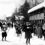 Talviurheilu oli tärkeä osa MLL:n nuorisotyötä 1920-luvulla. Kuopion osaston hiihtokilpailuissa oli lähes 800 osallistujaa.