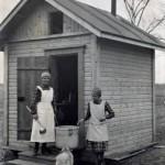 MLL kampanjoi jo varhain kouluruokailun puolesta. Kuvassa Kylmäkosken koulun keittola, jota varten rakennettiin erillinen tupa koulun pihaan.