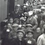 Suomalaisia sotalapsia saapumassa Sjaellandiin Tanskaan vuonna 1942.