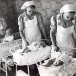 MLL koulutti kodinhoitajia vuodesta 1939 alkaen. Erityisesti sotavuosina he olivat perheissä suureksi avuksi.