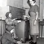 Sotien jälkeisinä jälleenrakennusvuosina kodinhoitajille oli yhä enemmän tarvetta, kun suuret ikäluokat syntyivät.