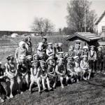 Noormarkkulaiset lapset viettämässä kesäpäivää Noormarkun lastentalolla.