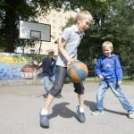 MLL:n kerhoissa ja tapahtumissa kannustettiin lapsia ja nuoria liikkumaan ulkona.