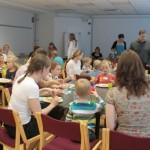 Lasten päivänä lapset ovat tervetulleita myös MLL:n keskustoimistolle. Iloinen toimistopäivä piti sisällään piirtelyä, leikkiä ja ruokailun.